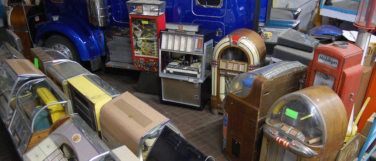 Erster Container 2018 mit Jukeboxen, Flippern, Gaspumps aus den USA eingetroffen