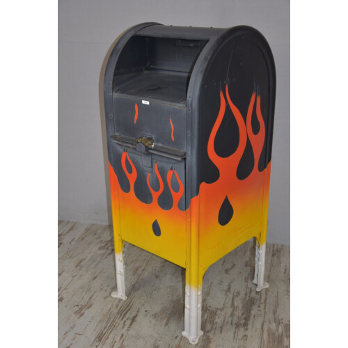 US Mailbox in Flammen Optik